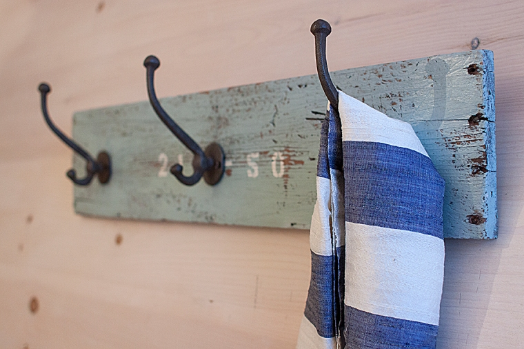 Coat Hanger 4A